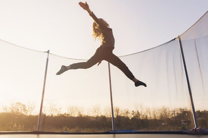 7 Home Best Trampoline Workouts to do During The Coronavirus ...